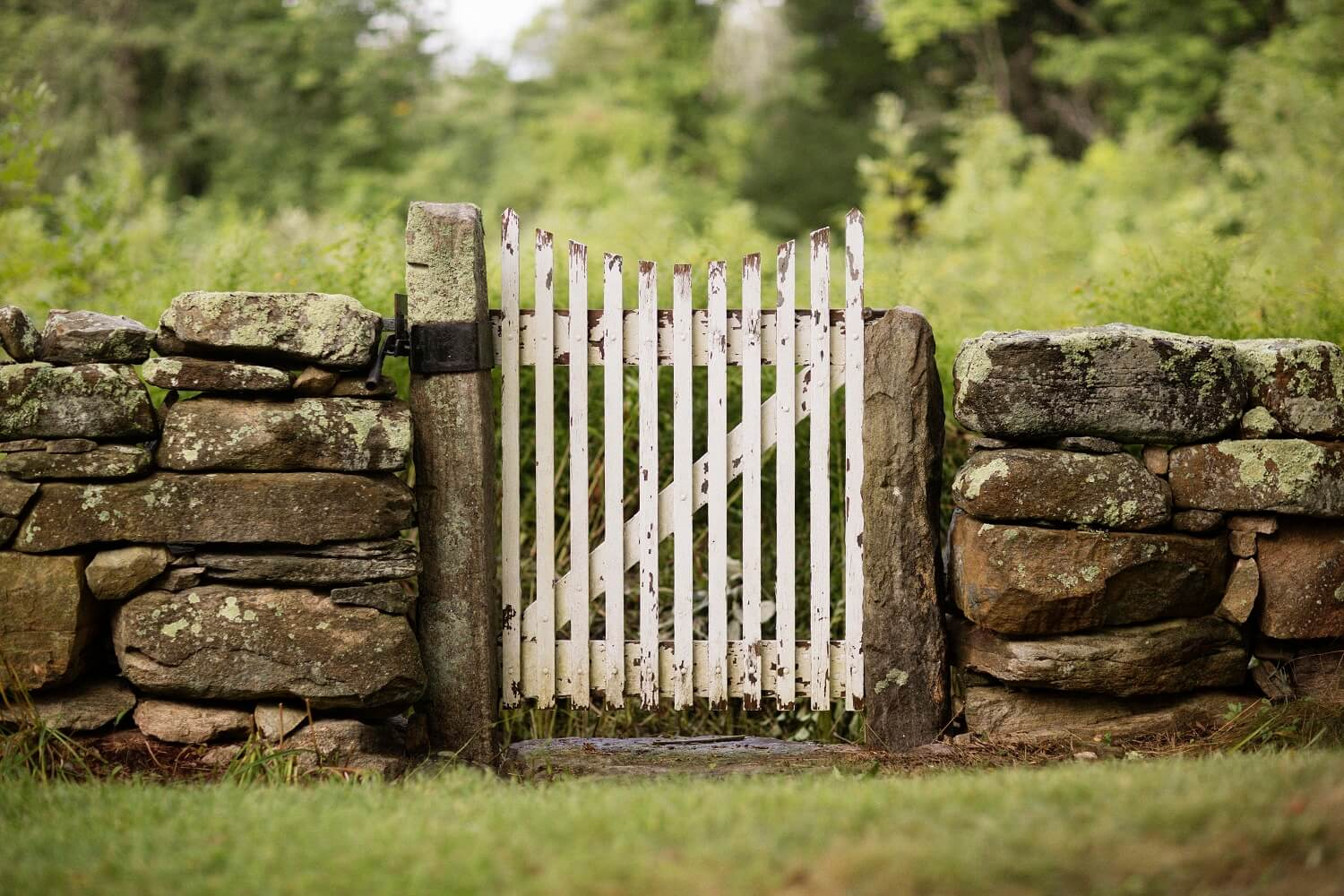 wooden gate at Stonecroft Country Inn