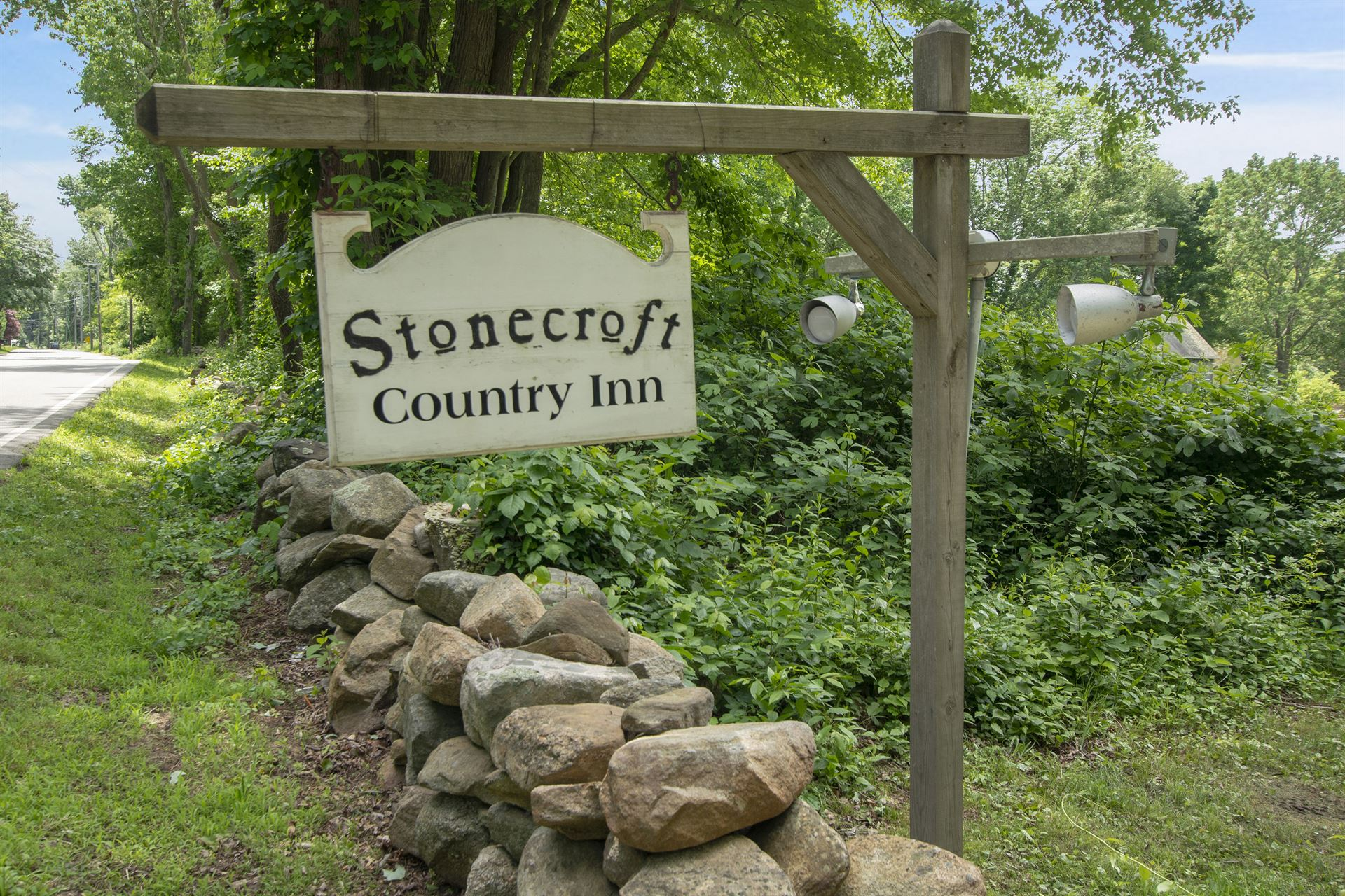 Stonecroft Country Inn Sign